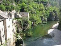 voyages-inattendus,  gorges du tarn,maison de pierre et cascade