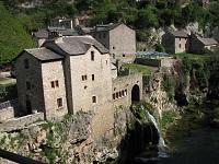 voyages-inattendus,  gorges du tarn, maison de pierre et cascade 2